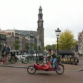 bakfietskoerier in amsterdam